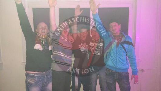 Andreas K beim Hitlergruß mit Freunden